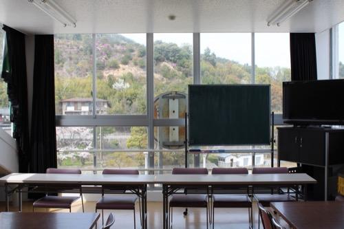 0128:直島小学校 図書室の北端部