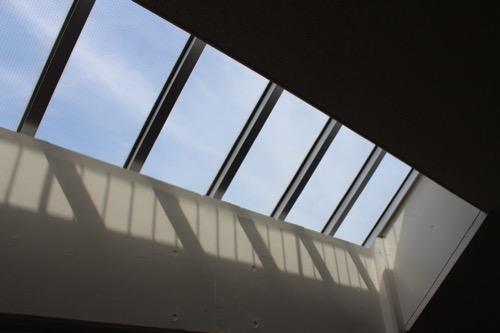 0128:直島小学校 廊下のトップライト