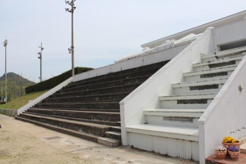 0128:直島小学校 校庭に設置されたスタンド