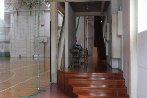 0129:直島中学校 体育館と武道館の境界
