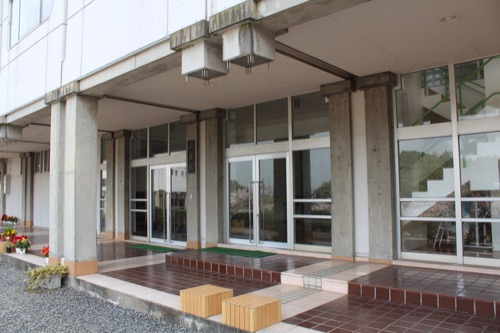 0129:直島中学校 後に取り除かれた柱