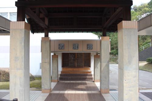 0129:直島中学校 武道館入口