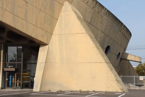 0131:香川県立体育館 マッシヴな脚部分