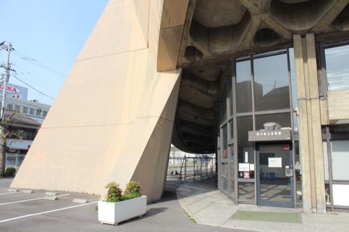 0131:香川県立体育館 東側外観脇の入口