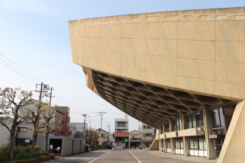 0131:香川県立体育館 東側の突端を横から見る