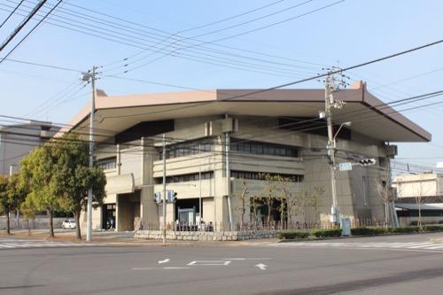 0132:香川県立武道館 交差点向かい側からの眺め