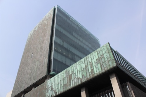 0134:百十四銀行本店 高層棟東側ファサード①