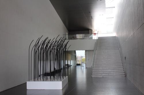0137:丸亀市猪熊弦一郎現代美術館 トンネルの奥へと続く階段