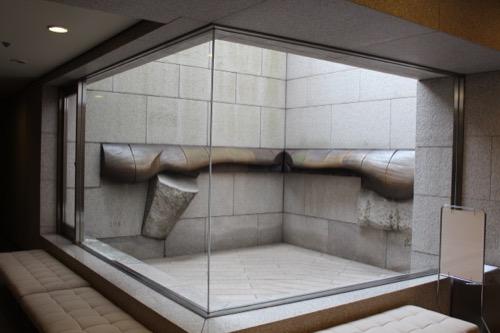 0139:岡山県立美術館 地下のオブジェ