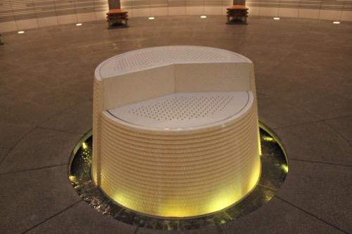 0144:国立広島原爆死没者追悼平和祈念館 「8時15分」のモニュメント