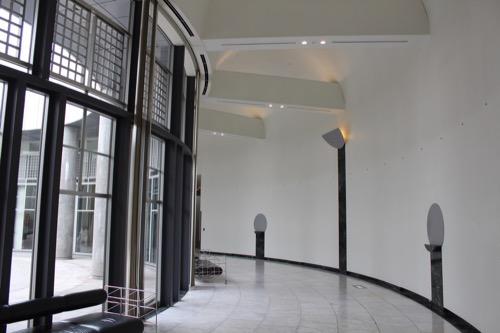 0145:広島市現代美術館 アプローチプラザの内部廊下