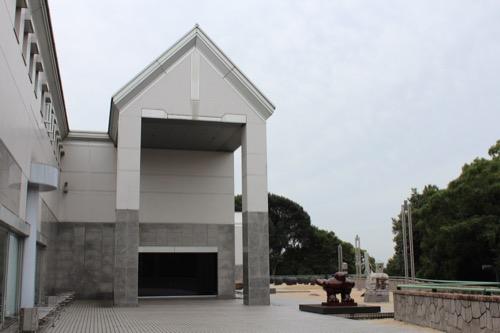 0145:広島市現代美術館 南棟外観と野外作品