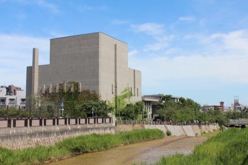 0153:芦屋市民センター 芦屋川の北方面から