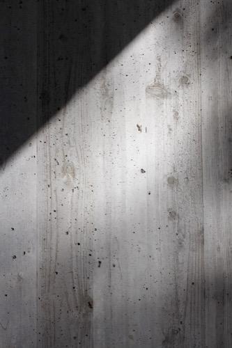 0155:大和文華館 杉板枠のコンクリート表面