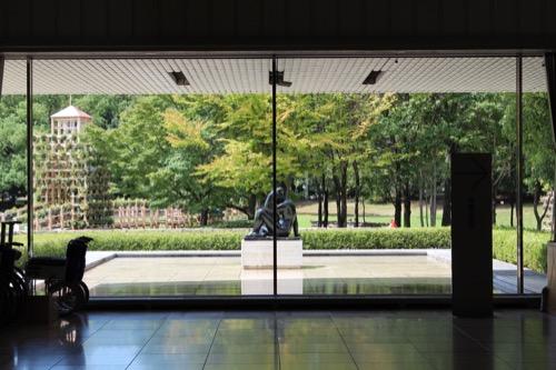 0157:岐阜県美術館 美術館ホールから『地中海』をみる