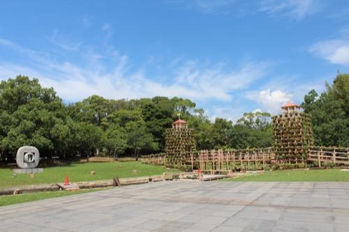 0157:岐阜県美術館 彫刻や木造の橋