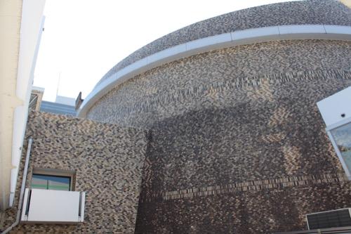 0159:岐阜市民会館 ピロティからみた円形ホール