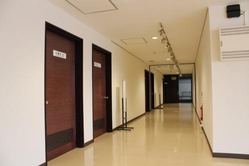 0159:岐阜市民会館 内装が一新された会議室フロア