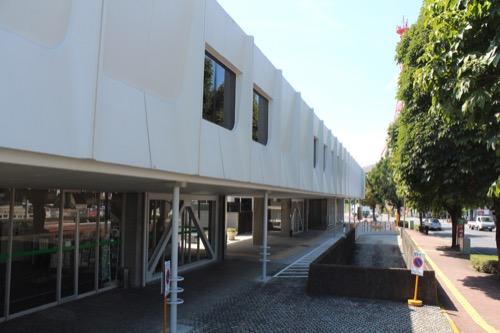 0159:岐阜市民会館 外周のピロティボリューム①
