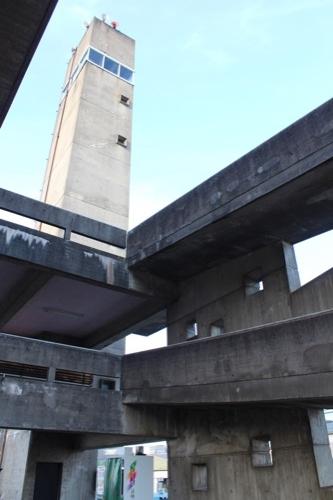 0161:羽島市庁舎 望楼とスロープ拡大③