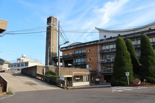 0161:羽島市庁舎 庁舎手前のスロープ