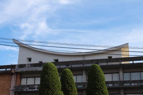 0161:羽島市庁舎 湾曲した屋上屋根