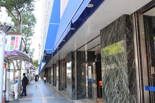 0164:丸栄百貨店 街路から百貨店をみる
