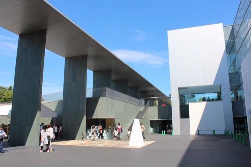 0167:豊田市美術館 正面広場から⑤