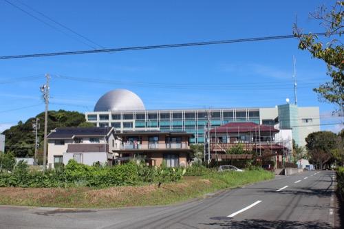 0169:掛川市庁舎 南側外観を遠方から