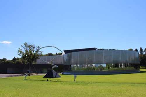 0170:資生堂アートハウス 芝生からの眺め