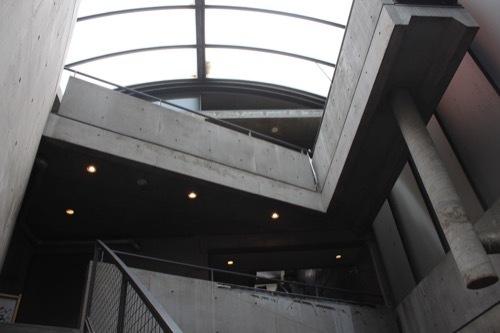 0177:ガレリアアッカ 最上フロアから屋根をみる