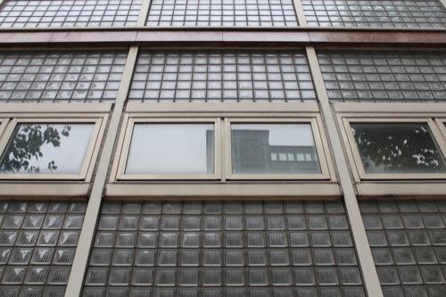 0180:フジカワ画廊 ガラスブロック拡大
