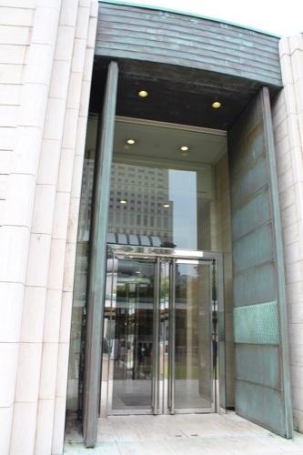 0146:ひろしま美術館 本館ホールの入口扉