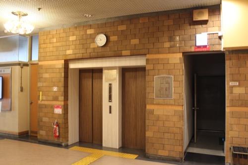 0149:西宮市民会館 事務棟エレベーターホールの壁面デザイン①