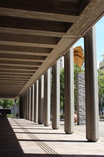0150:兵庫県立芸術文化センター ピロティの列柱