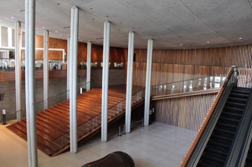 0150:兵庫県立芸術文化センター メインエントランスを2階から
