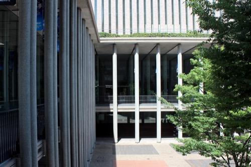 0150:兵庫県立芸術文化センター 2階から公園を見下ろす