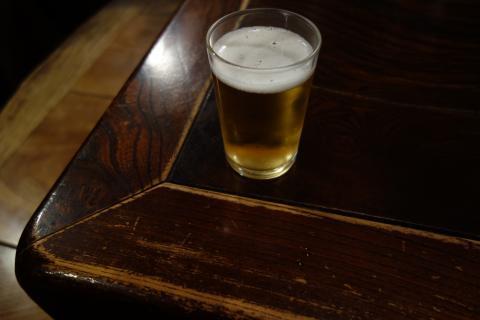 ビールと机
