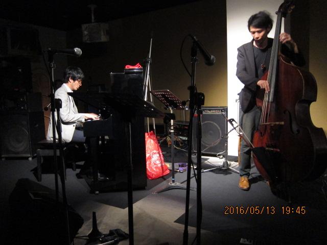 ベースとピアノ