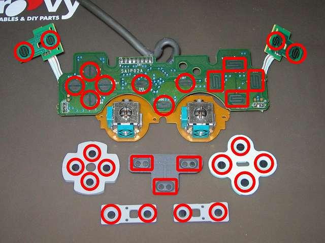 PS コントローラー(デュアルショック) スプレーを使ってメンテナンス、基板とラバーパッドの接点部分に、接点復活王 ポリコールキングを綿棒の先端に吹きかけて接点を拭く