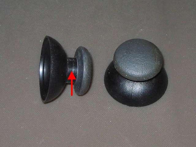 PS2 コントローラー(デュアルショック 2) スプレーを使ってメンテナンス、アナログスティックのゴム以外のスティック部分にドライファストルブを噴射