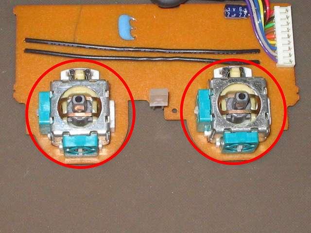 PS2 コントローラー(デュアルショック 2) スプレーを使ってメンテナンス、アナログスティックコントローラー内部・ボリューム・タクトスイッチをスプレーでメンテナンス