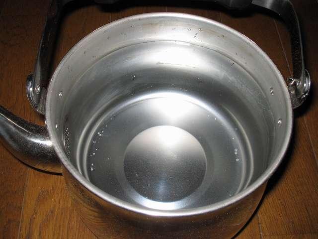 エルマース ステンレス製 広口ケトル 3.2L H-2042 水垢落とし、ステンレスケトルに水をいっぱいまで入れる