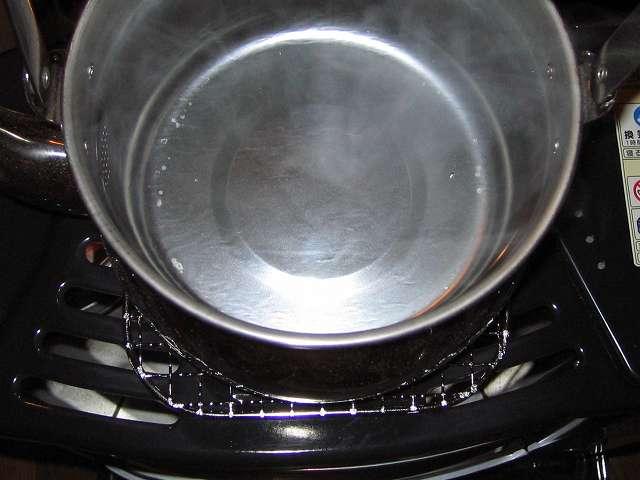 エルマース ステンレス製 広口ケトル 3.2L H-2042 水垢落とし、沸騰した水にワインビネガー(酢やクエン酸でも可)を適量投入して、再びケトルを数時間ほど加熱させる