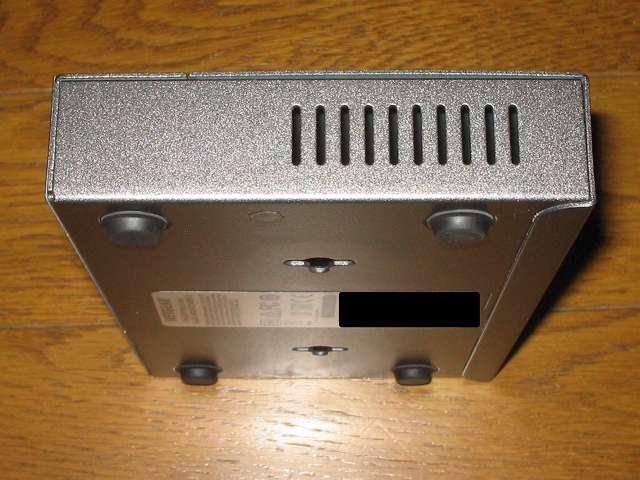 NETGEAR ネットギア アンマネージプラススイッチ ギガ 8ポート スイッチングハブ 管理機能付 無償永久保証 GS108E-300JPS 本体側面スリット その1