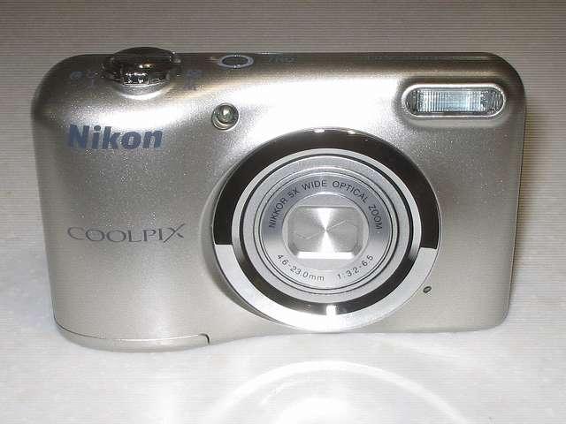 Nikon デジタルカメラ COOLPIX A10 シルバー カメラ本体正面 レンズ側