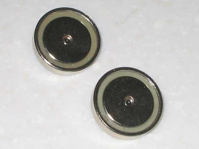 オーム電機 フック穴付きタップ用マグネット 超強力タイプ HS-A0166 マグネット裏側