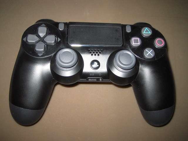 PlayStation 4 用 コントローラー 保護フィルム 防指紋 GAFV-08 保護フィルムをはく離シートから剥がして、十字キー・タッチパッド・ボタンのそれぞれ位置に合わせて貼り付け