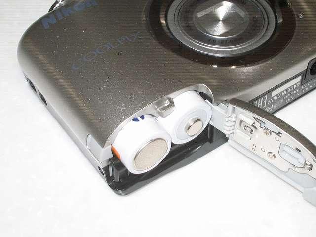 パナソニック eneloop 急速充電器セット 単3形充電池4本付き スタンダードモデル K-KJ55MCC40 充電した eneloop を Nikon デジタルカメラ COOLPIX A10 にセット