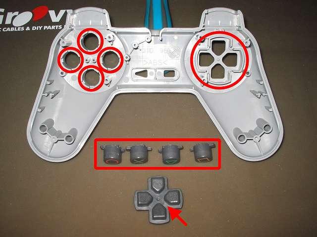 初代 PS コントローラー(デュアルショックなし) スプレーを使ってメンテナンス、○×△□ボタンの側面とボタン穴のすれ合う部分と十字キーと十字キー穴のすれ合う部分にドライファストルブを噴射